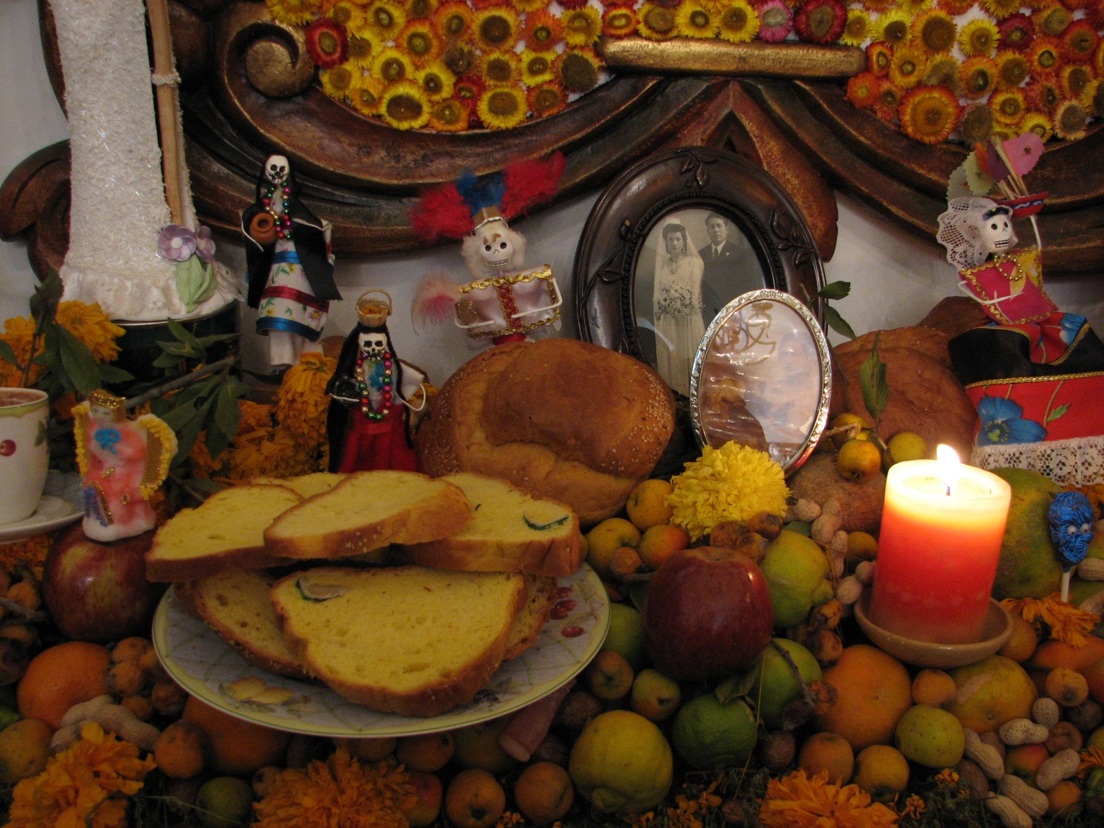 Mexican Altar Photo by Noe Orozco
